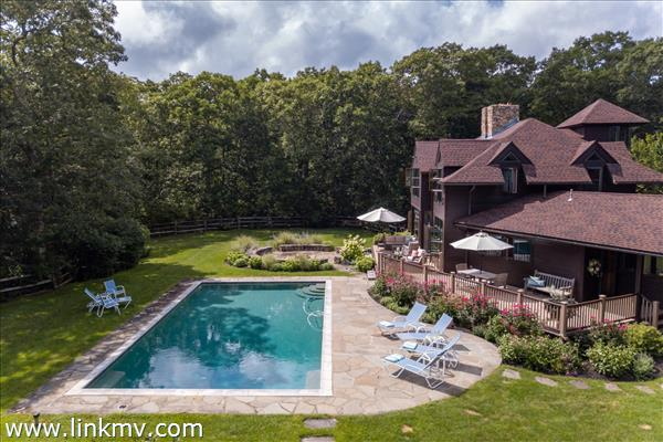 25 Flint Hill Road in West Tisbury