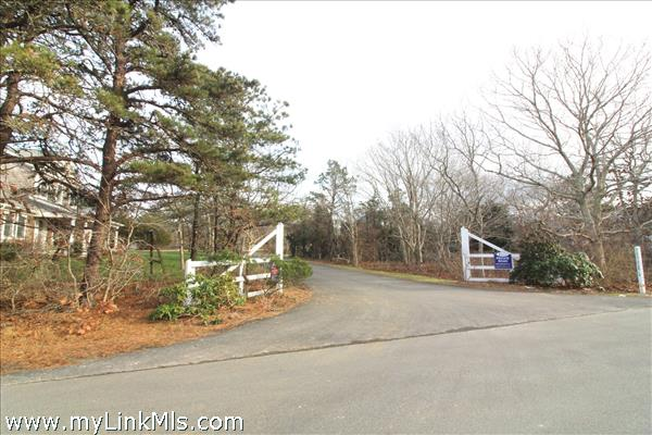 Edgartown Estates entrance off Road to the Plains