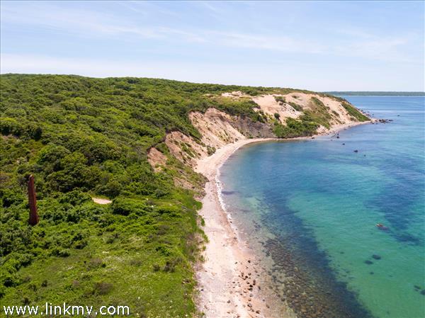 Brickyard beach deeded access on Vineyard Sound