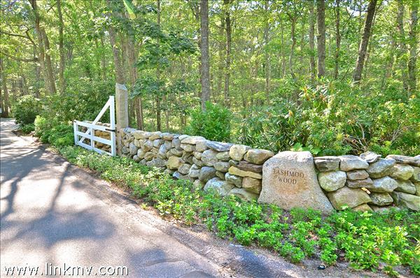 Tashmoo Woods Entrance