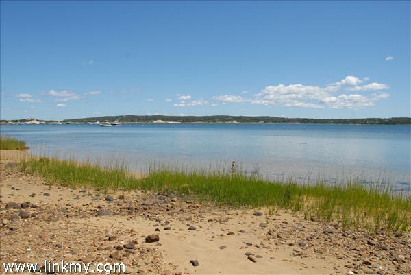 Menemsha Pond beach access