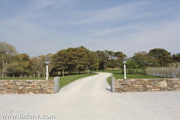 22 Lelands Path Edgartown MA