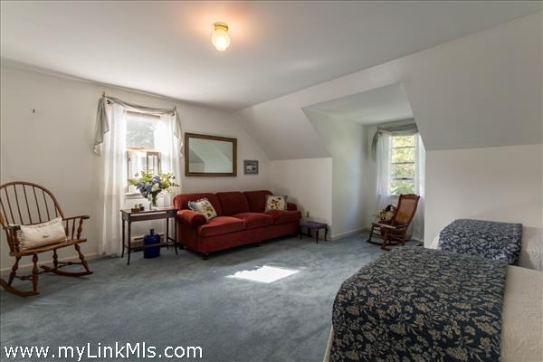 Enormous Bedroom 2 - 2nd floor