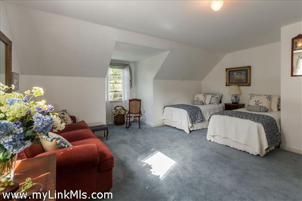 Bedroom 2 - 2nd floor
