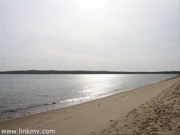three minute walk to the beach