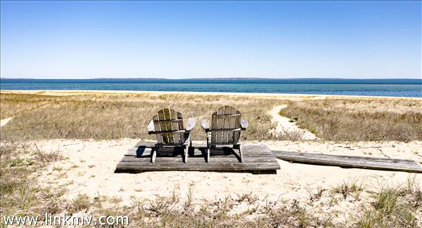 Small private sitting area off the beach path.
