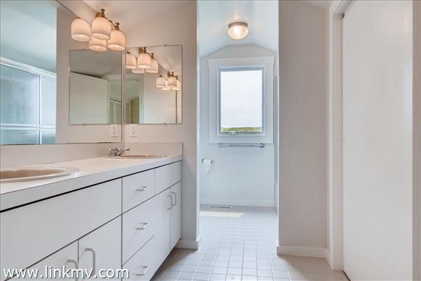 En suite master bathroom.
