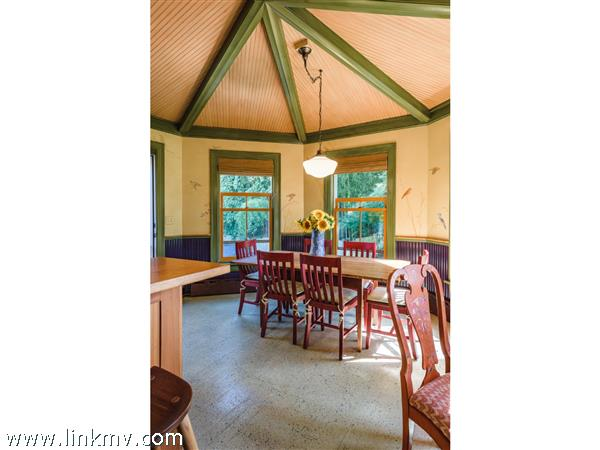 Breakfast area with gazebo style ceiling and wall mural of birds