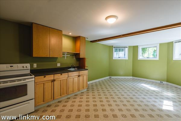 Studio apartment with private entrance includes full kitchen and bath.