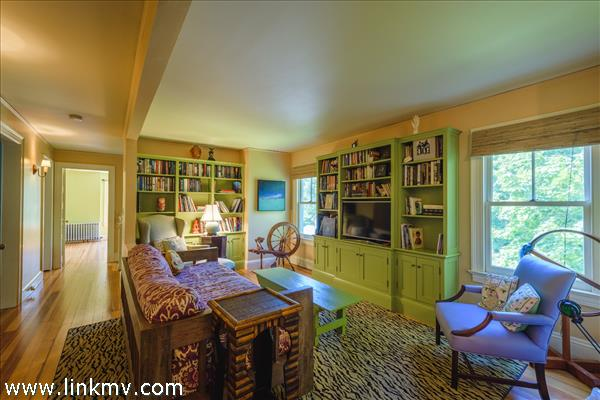 Second floor sitting area with built-in library shelves to house the entertainment center.