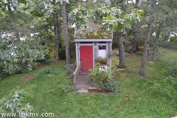 shed on right side of yard