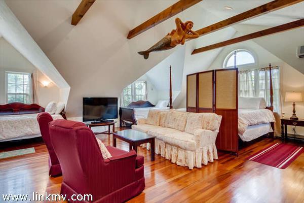 2nd floor master bedroom suite