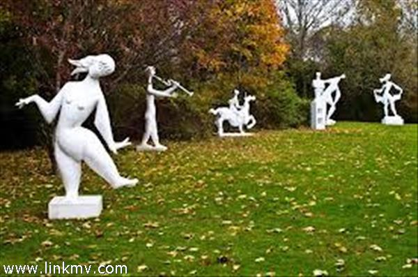 Tom Maley statues in The Field Gallery just up the road