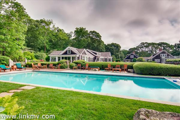 52 Middle Road West Tisbury MA