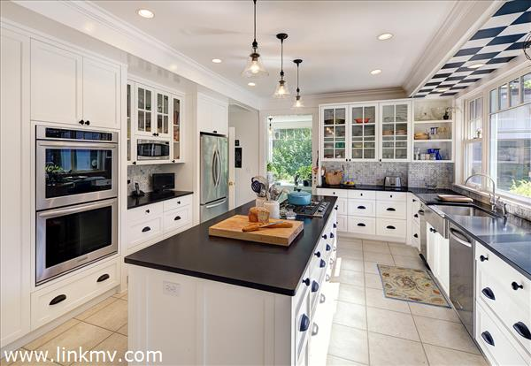 40 Grove Avenue Vineyard Haven MA