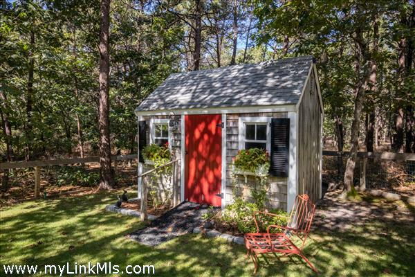 5 Upper Meadow Lane Oak Bluffs MA