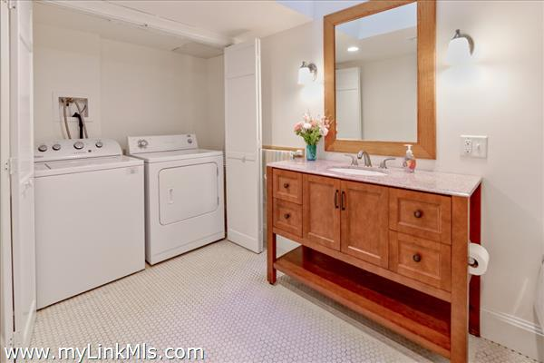 Full bath with 2nd laundry in lower level