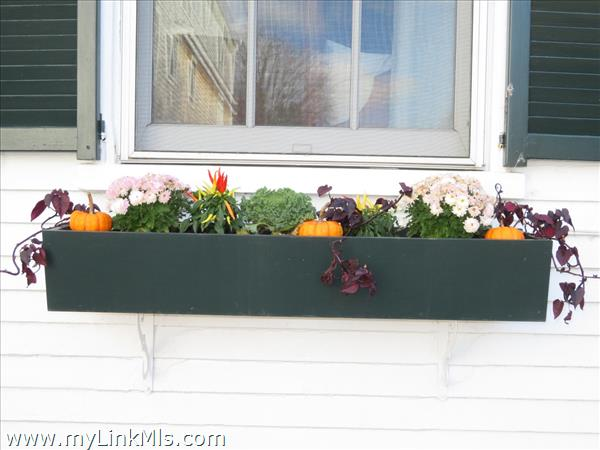 Beautifully decorated with flower boxes to fit the season.