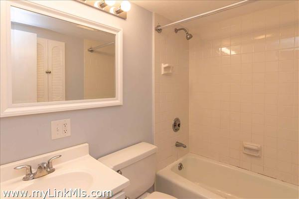 Cottage Full bath