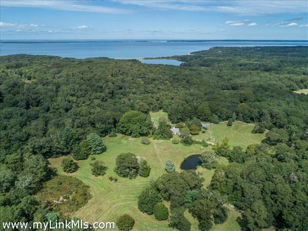 Beautiful private pastoral property abutting the Graham estate.