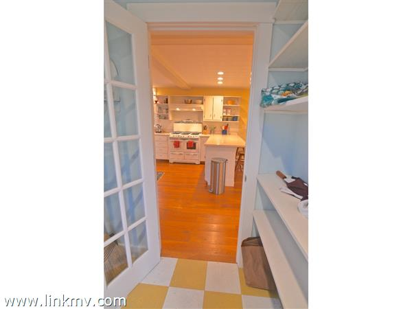 26 William Street Vineyard Haven MA