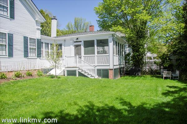 27 Spring Street Vineyard Haven MA