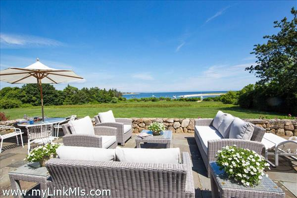 Enjoy waterviews from the patio