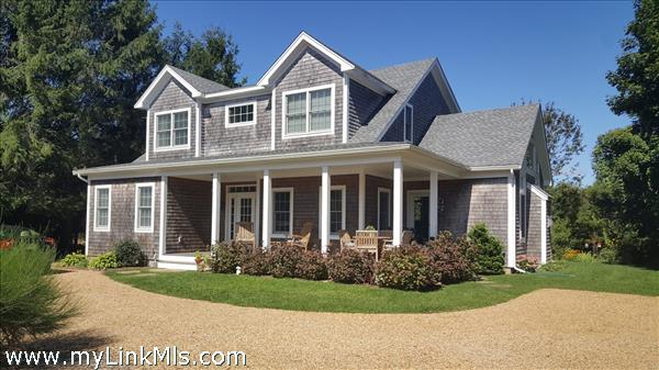 4 bedroom, 3.5 bath 2500 square foot home a short walk into town