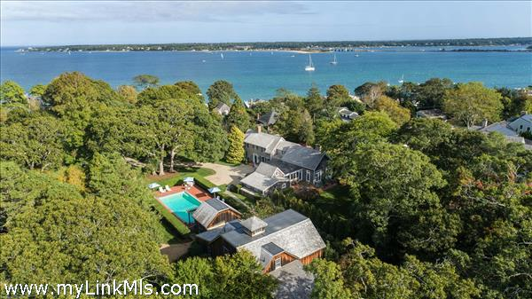 Close to Downtown Vineyard Haven shops and harbor