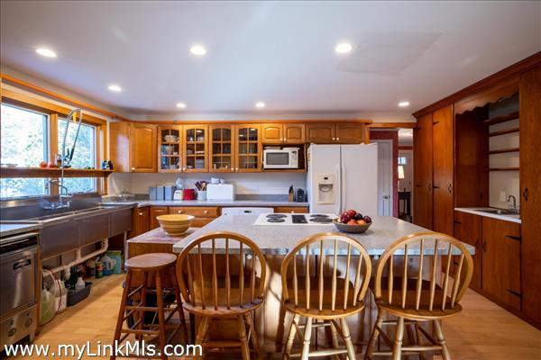 49 Old Courthouse Road West Tisbury MA