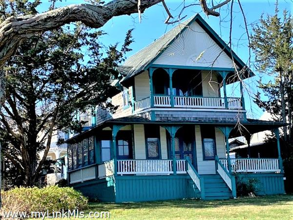 11 Spruce Avenue Oak Bluffs MA