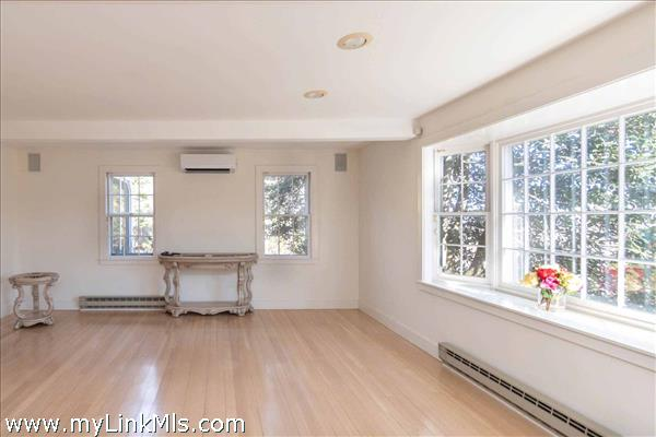 Bright and elegant living room